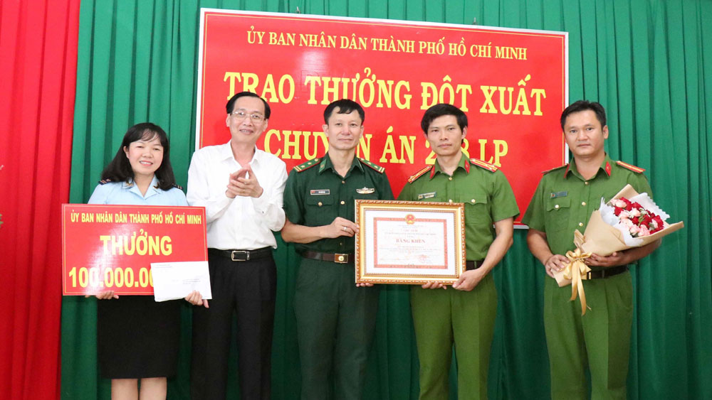 Chuyên án 300 kg ma túy đá: Khen thưởng chiến công xuất sắc của 13 lực lượng phối hợp